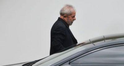 Ministério Público entrega denúncia contra Lula