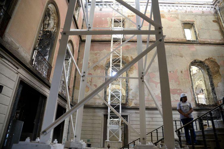 UFRJ assina protocolo para reconstrução do Museu Nacional no Rio